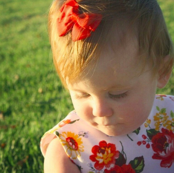 Ivy wears our Bea mini bow clip in red