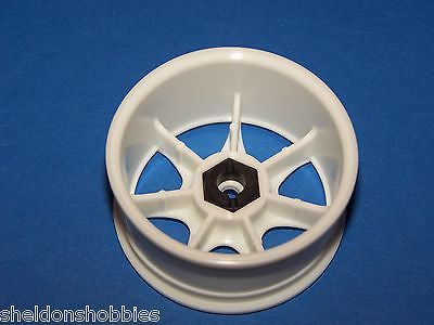 HPI (TOURING CAR) 7 SPOKE WIDE WHEELS 26MM WHITE (2 PCS) #3556