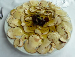 Raw mushrooms and olive oil