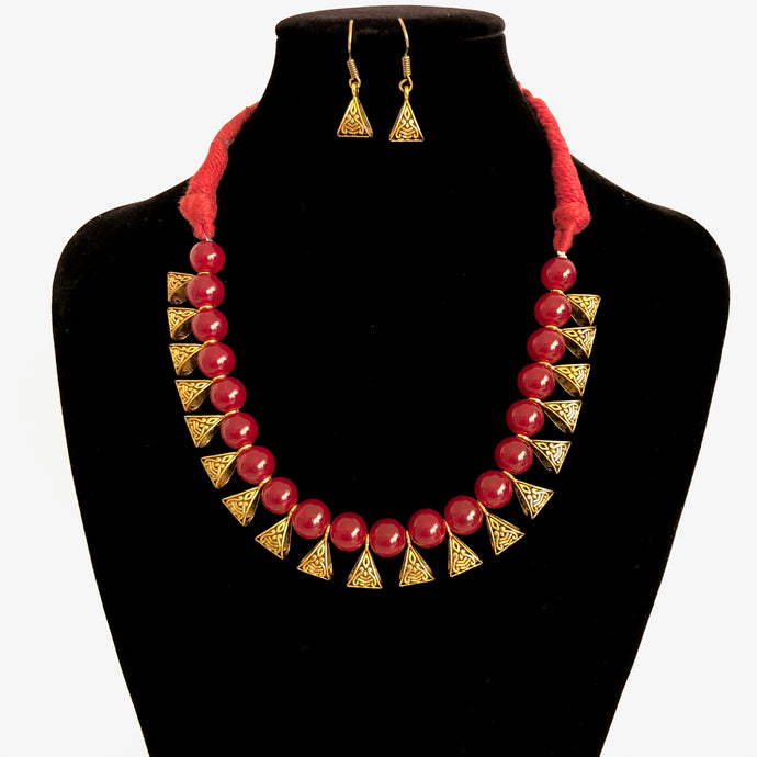 Thread Necklace set with Red beads and gold plated alloy metal