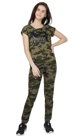 Women's All Over Camo Print with Balck Foil Print Pajama Set(Olive Green-M)