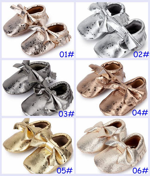 METTALIC MOCCASINS WITH FRINGE OR BOWS