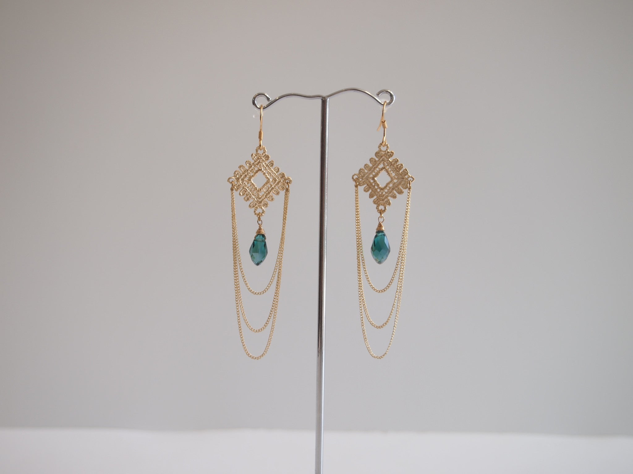 Handmade earrings with green quartz