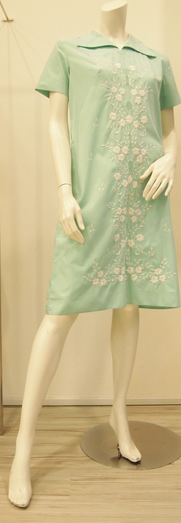 Embroider Me Pretty 60s Vintage Dress