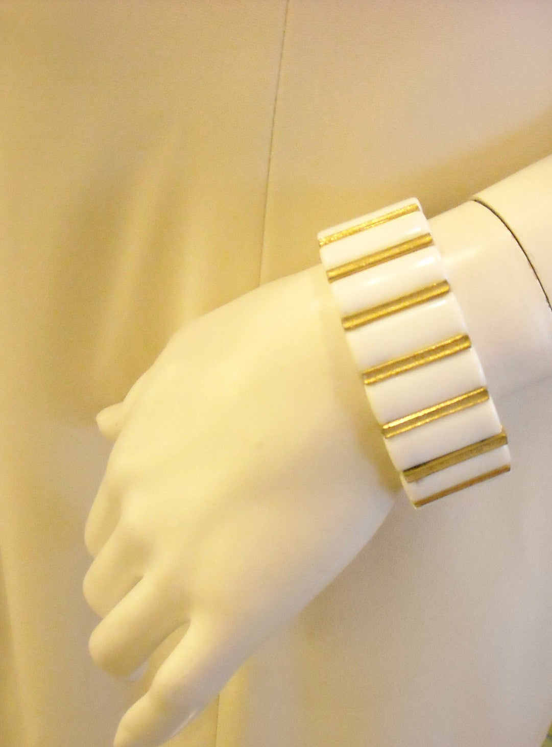 60s Classic White & Gold Vintage Bangle