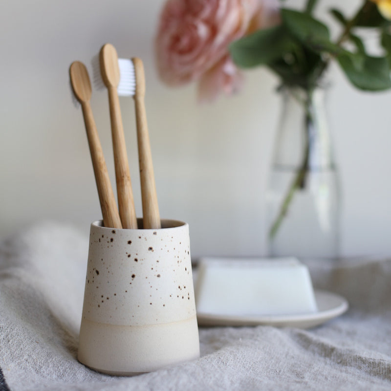Toothbrush/ make-up brush holders