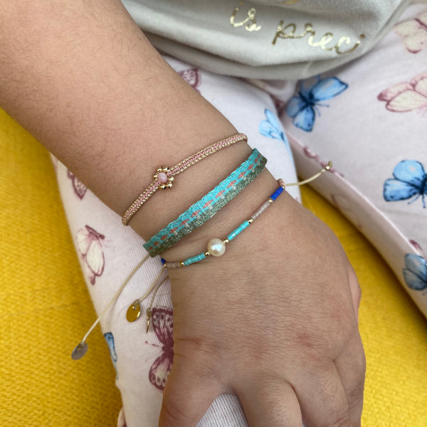 HANDMADE KIDS FLOWER BRACELET IN ROSE GOLD ON MODEL