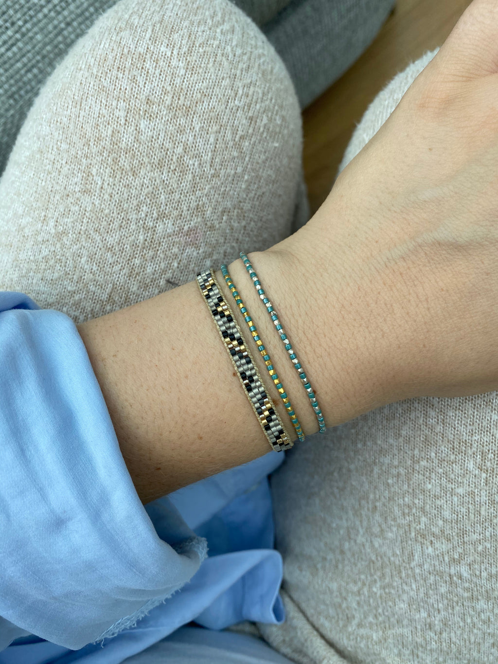 THIN BRACELET IN PAGODA BLUE & SILVER