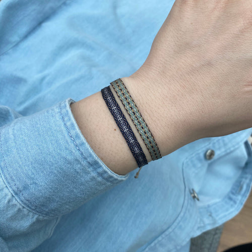 BASIC HANDWOVEN BRACELET IN TONES OF BLUE, BEIGE & GOLD