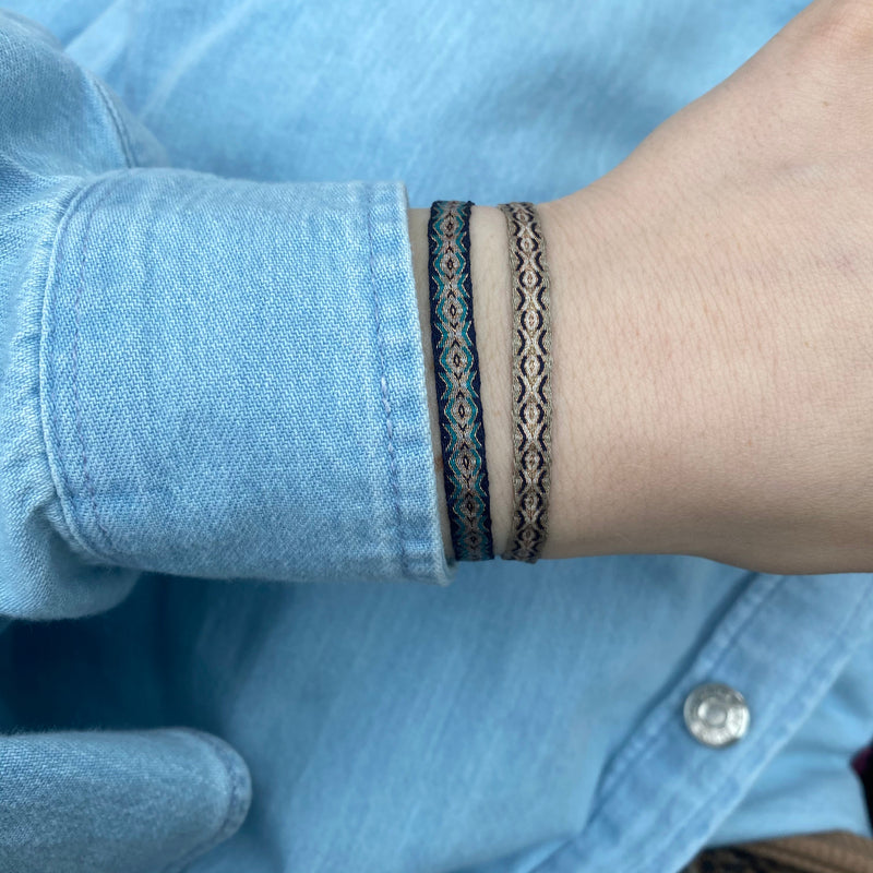 BASIC HANDWOVEN BRACELET IN BLACK, BEIGE AND GOLD TONES