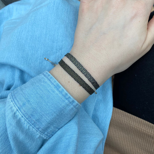 BASIC HANDWOVEN BRACELET IN BLACK, SILVER & GOLD
