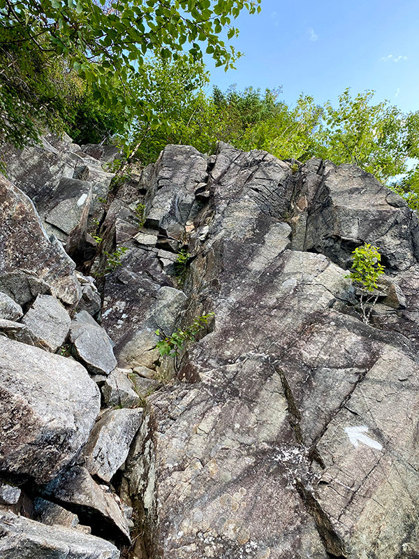 crazy rock terrain on appalachian trail with arrow to point the way