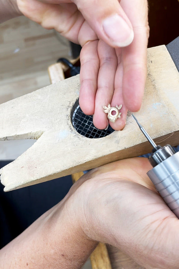 carving and sanding gold leaf bezel with flex shaft at CG Sculpture Jewelry