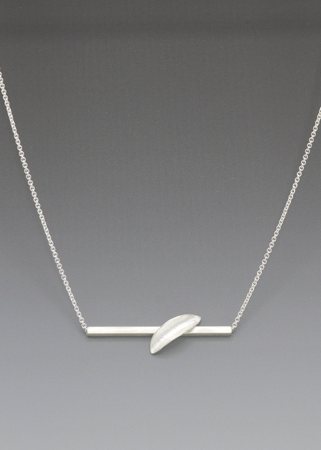 1 Leaf Bar Necklace