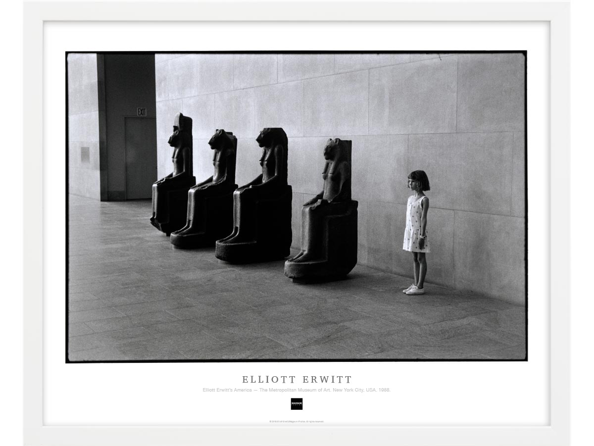 Magnum Collection Poster: Elliott Erwitt's America — The Metropolitan Museum of Art. New York City, USA. 1988.