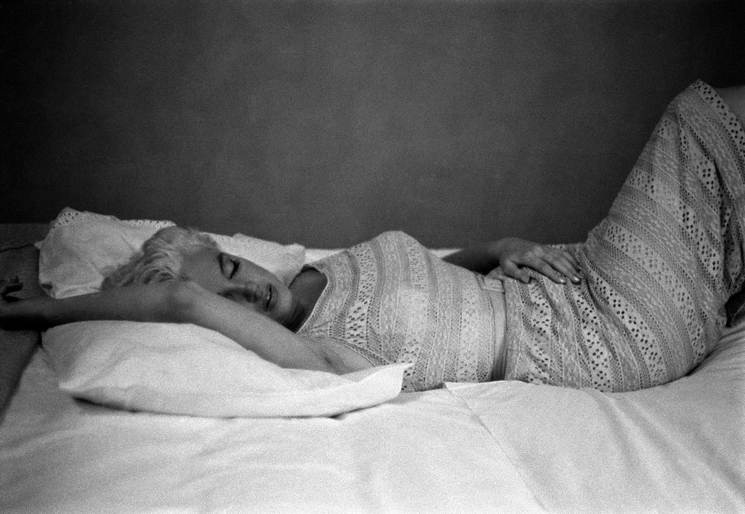 American actress Marilyn Monroe resting. Bement, Illinois, USA. 1955.