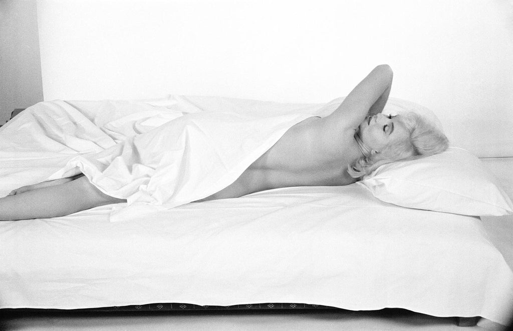 Marilyn Monroe resting between takes during the making of the film The Misfists. Hollywood. 1960.