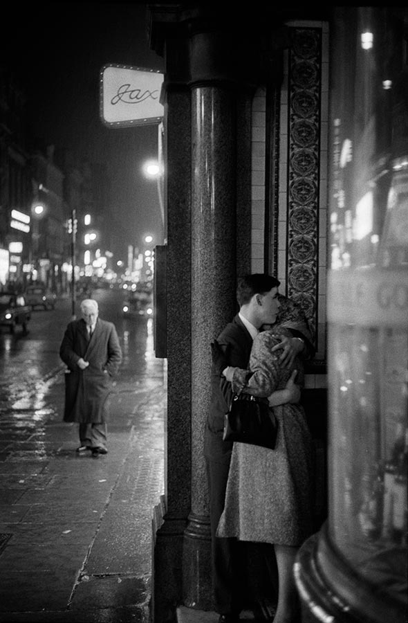 Couples. London, England. 1960.