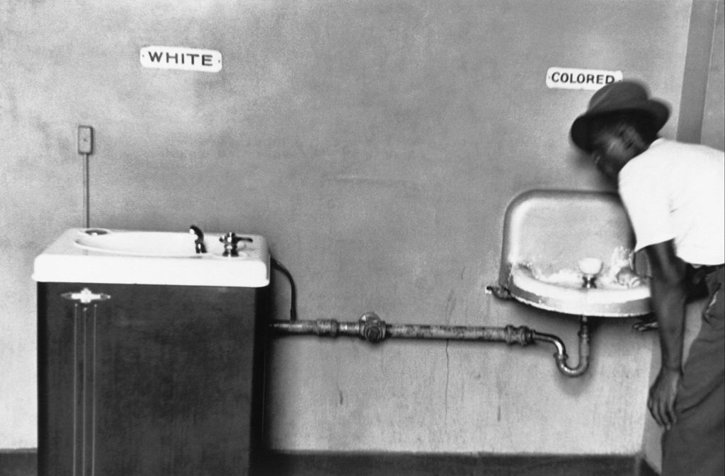 19. North Carolina. 1950. (Segregation fountain)