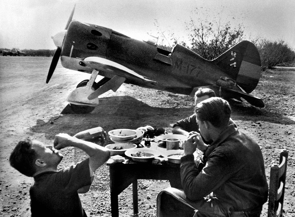 Spanish Civil War, fighter pilots resting. 1936.