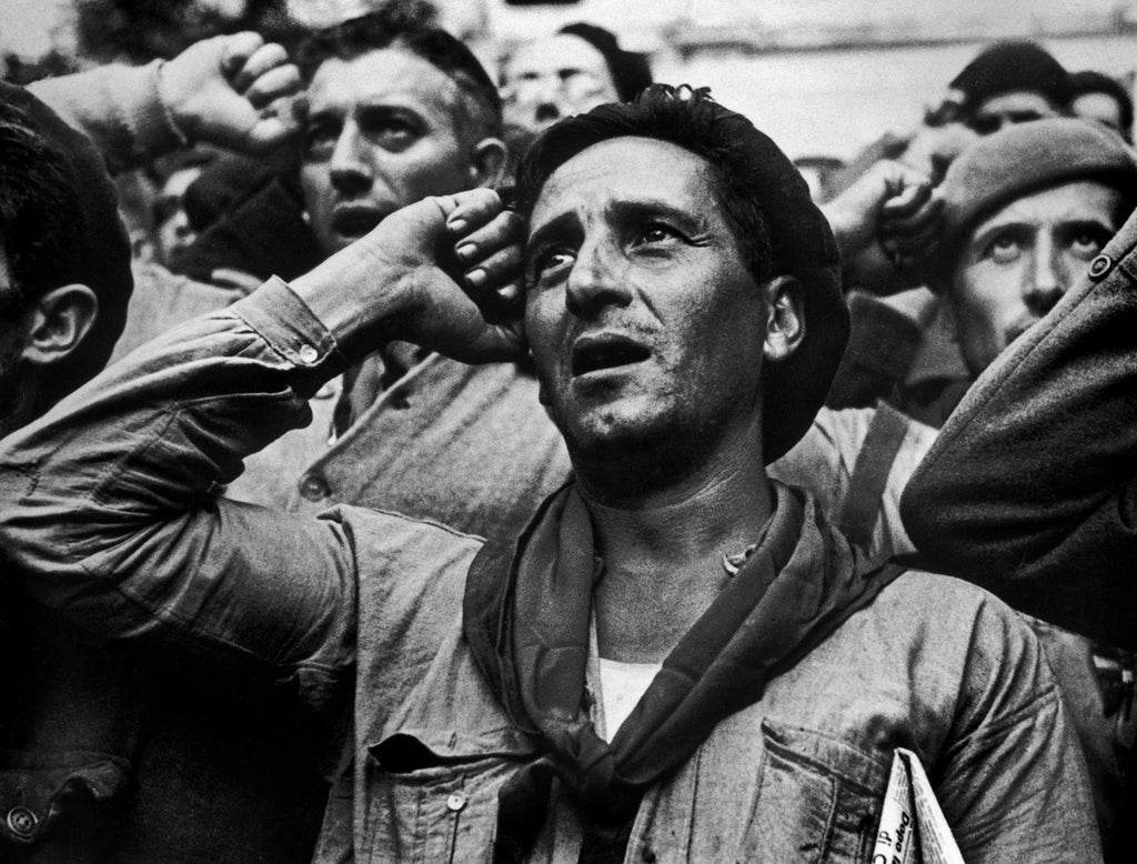 Bidding farewell to the International Brigades. Spain. October, 1938.