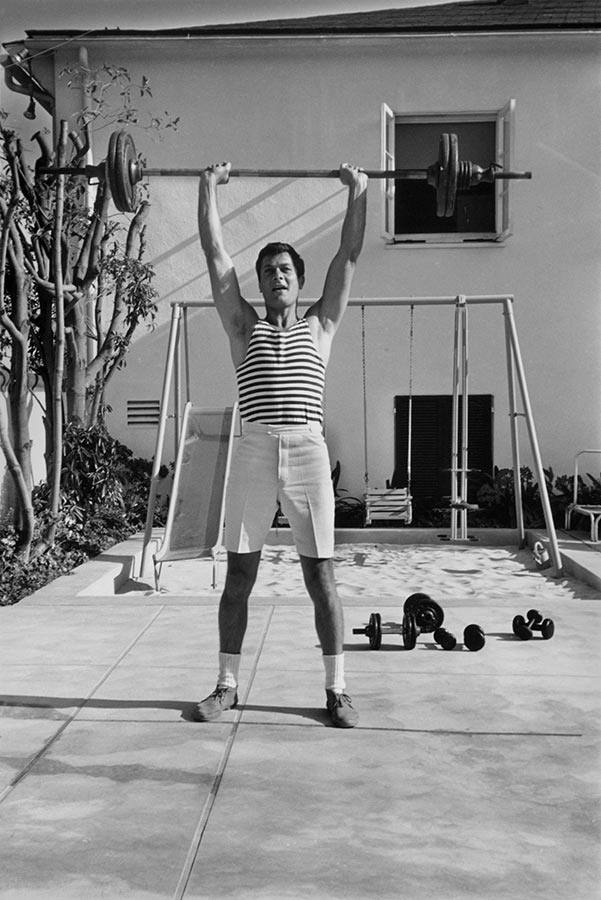 American actor Tony Curtis at home. Los Angeles, California, USA. 1960.
