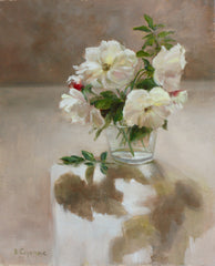 WHITE ROSES IN GLASS