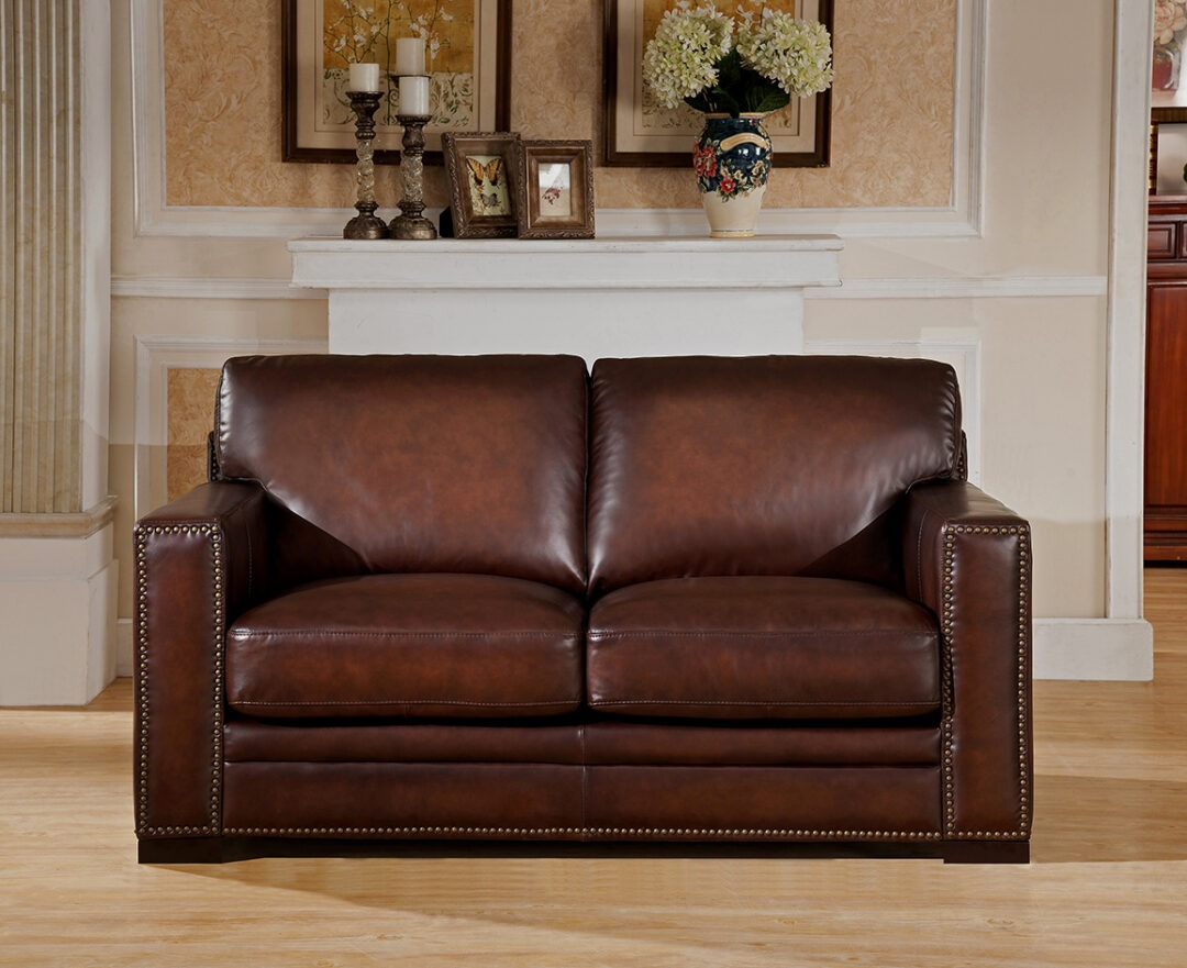 Chatsworth Loveseat with Studs 9927L1836 (1)