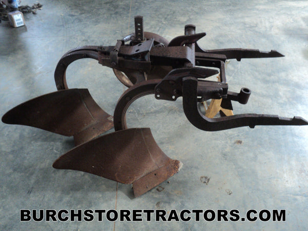 International 300 Tractor 2 Point Hitch Bottom Plow