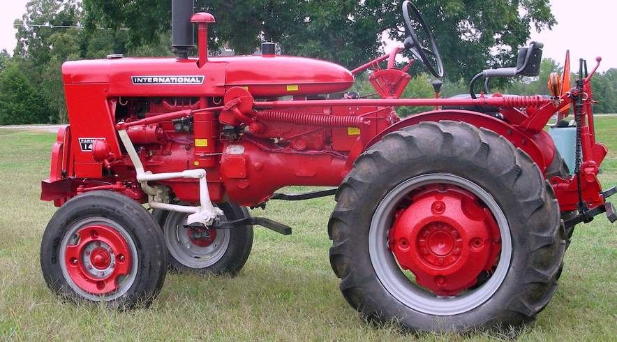 International Farmall 140 Tractor Restoredide view