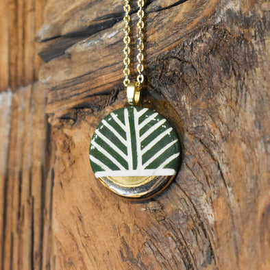 Green Leaf Circle Ceramic Luster Necklace