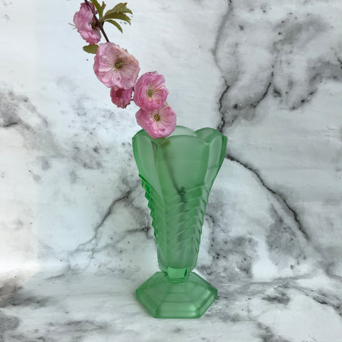 1940s vintage green glass Davidson chevron flower vase