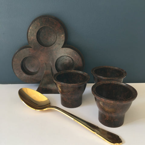 1930s Bakelite egg cups and clover leaf stand