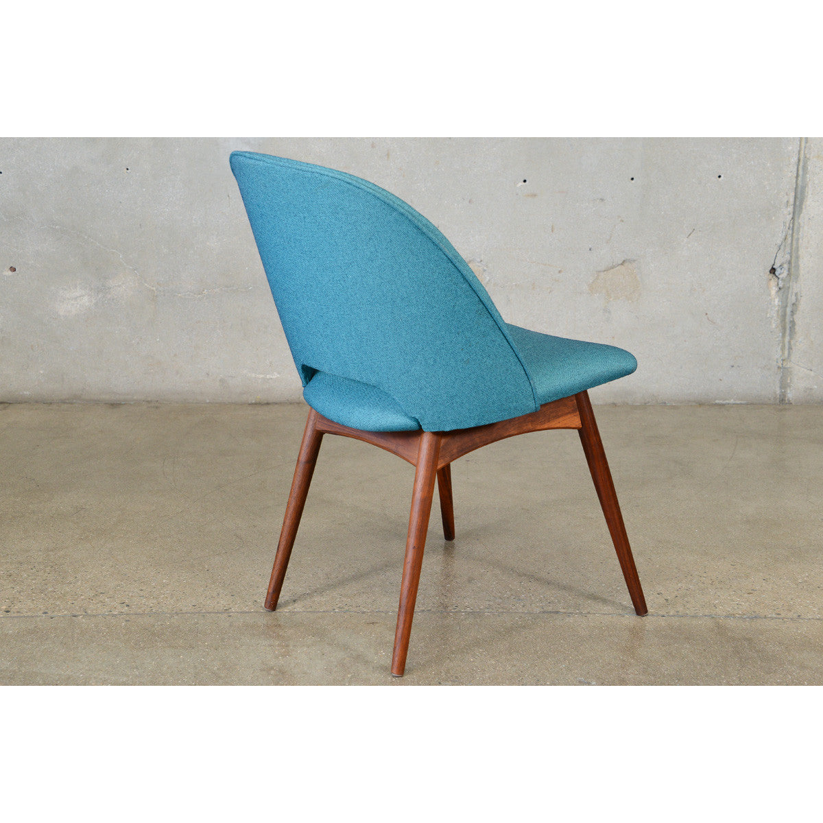 ... Adrian Pearsall 1404 C Scoop Chair