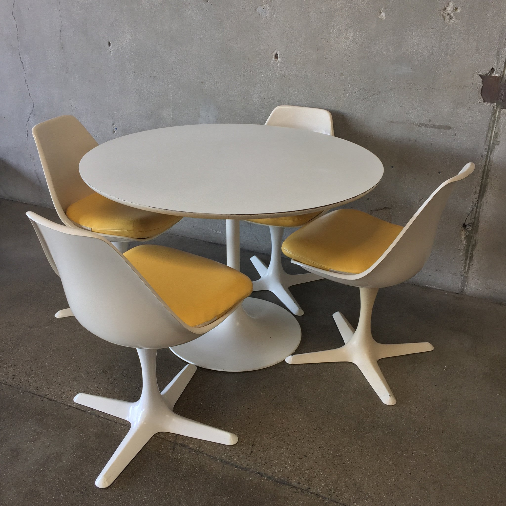 ... Saarinen Style Table U0026 Chairs By Burke ...