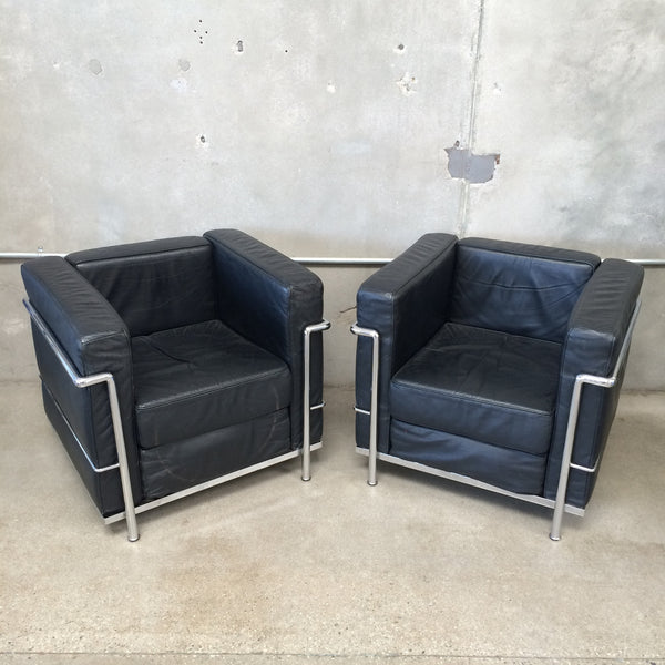 Set of le corbusier lc2 lounge chairs urbanamericana - Canape lc2 le corbusier ...