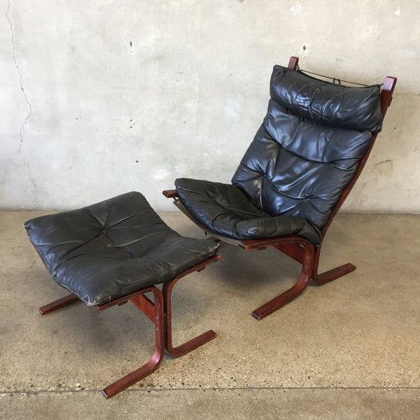 Vintage Well Worn Siesta Lounge Chair With Ottoman