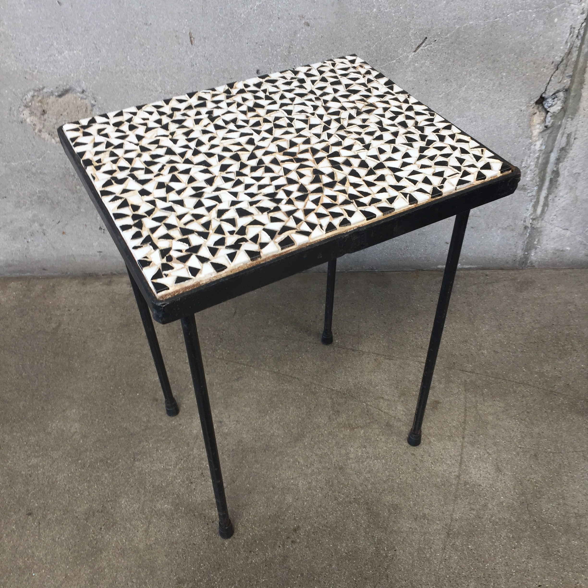 Black & White Mosaic Tile Top Table – UrbanAmericana