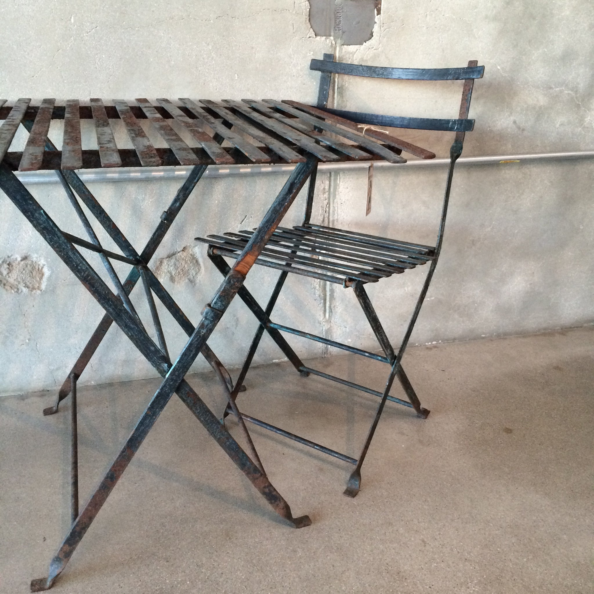 Antique Wrought Iron Patio Table and Chairs – UrbanAmericana