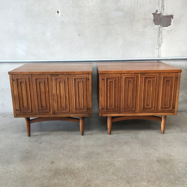 Pair of Mid Century Broyhill Nightstands / Side Tables