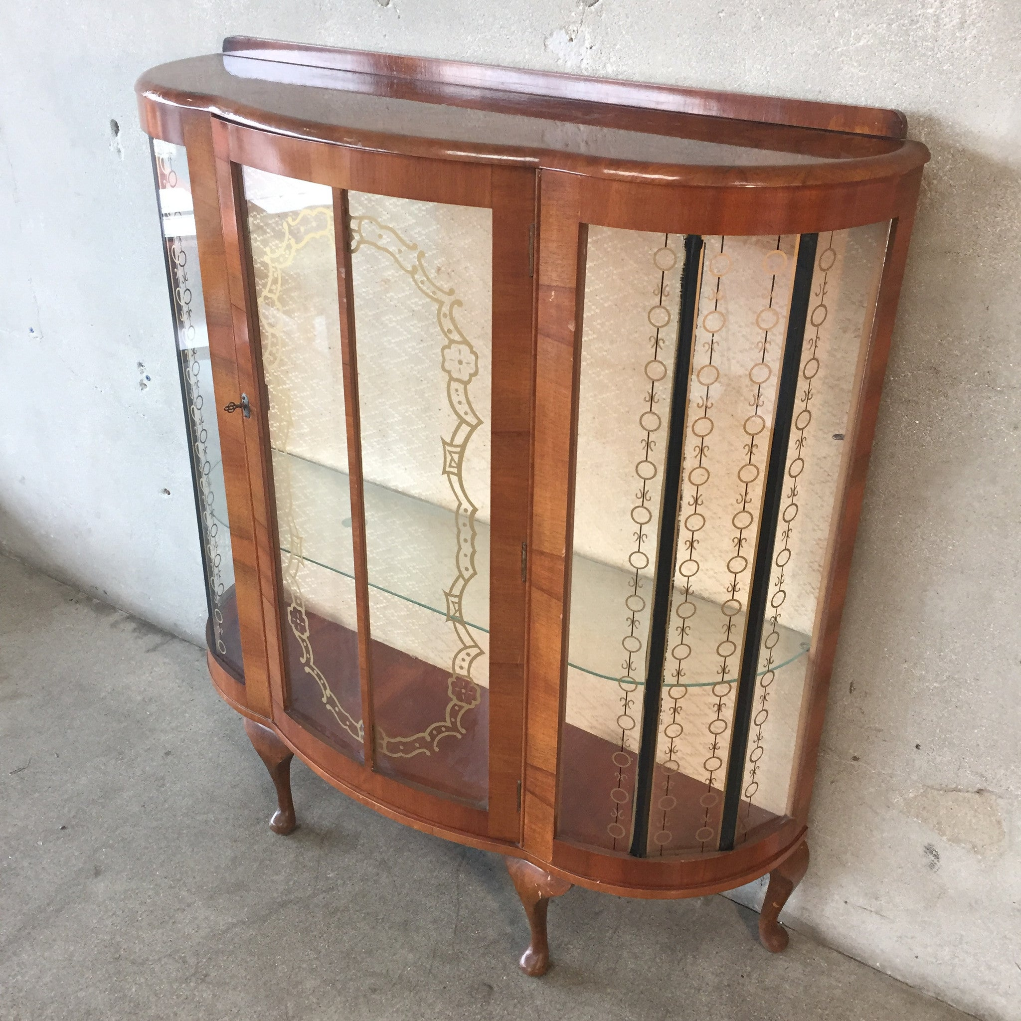 curio cabinets antique curved glass cabinets matttroy. Black Bedroom Furniture Sets. Home Design Ideas