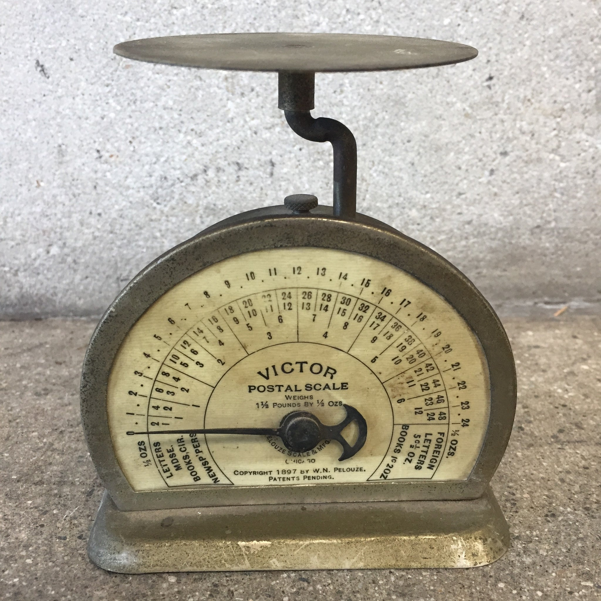 Vintage small victor postal scale urbanamericana for Vintage home interior products