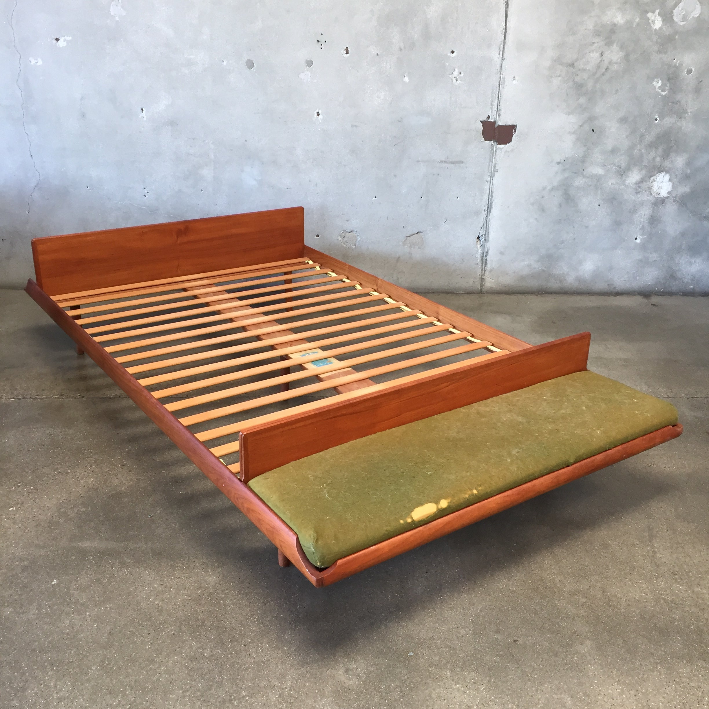 Phenomenal Cave Sanford Teak Platform Bed With Bench Pdpeps Interior Chair Design Pdpepsorg