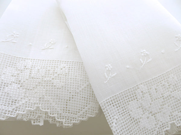 Rose Design Lace Trim with Floral Embroidery Linen Guest Towels Set