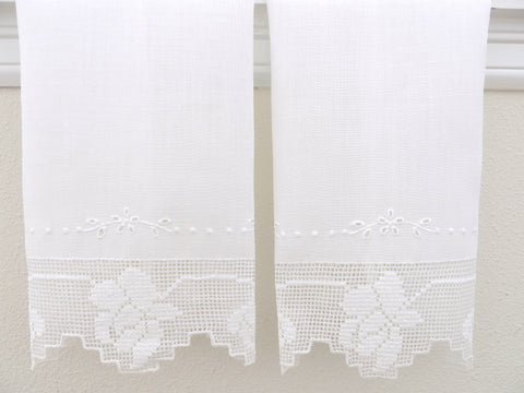 Rose Design Lace Trim with Eyelet Embroidery Linen Guest Towels Set
