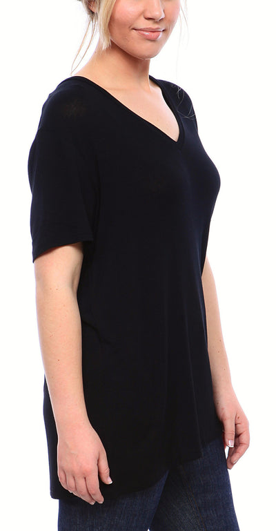 Expertly Cut V Neck Tee with Short Sleeves in Black