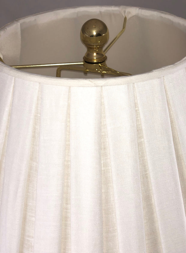 "Bunny Williams - Box Pleat Linen Lamp Shade (9"" top x 18"" bottom x 13"" slant)"