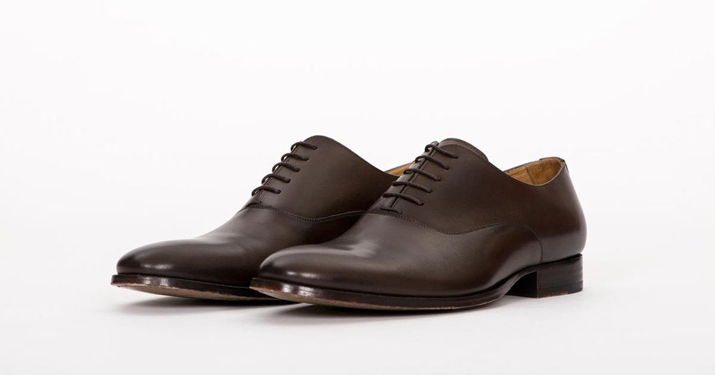 PAIR OF KINGS CLASSIC MEN'S BROWN LEATHER OXFORD DRESS SHOES