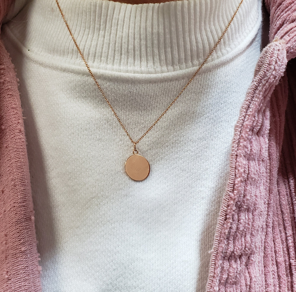 Round Gold Pendant Necklace (Engrave-able)