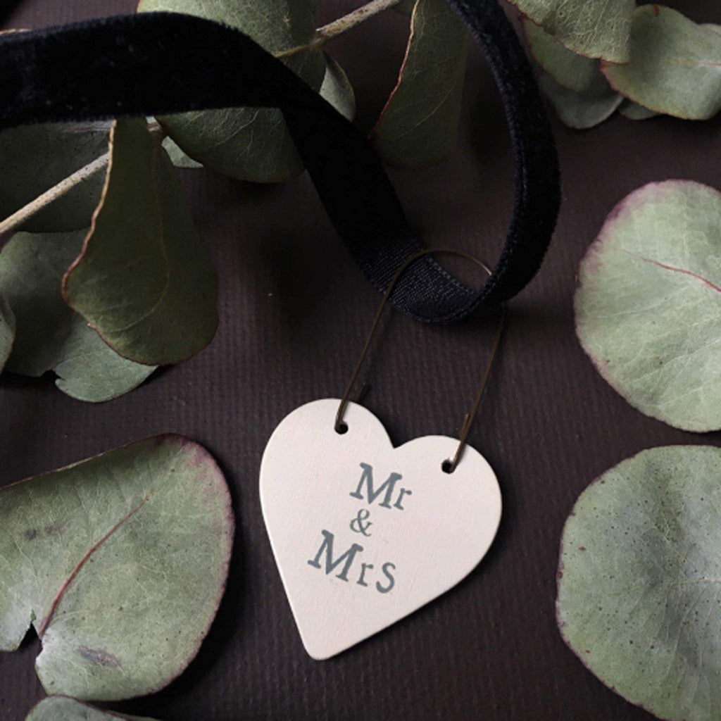 Little Heart Sign - Mr & Mrs - Liv's